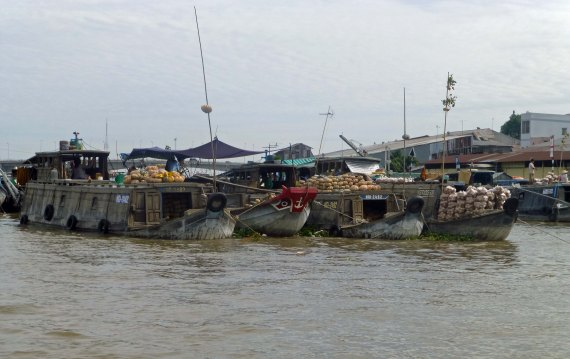 BoatsFloatingMarket_825