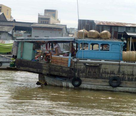 Houseboat_832