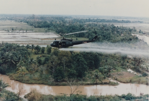 WIKIPEDIA%20COMMONS%20US-Huey-helicopter-spraying-Agent-Orange-in-Vietnam