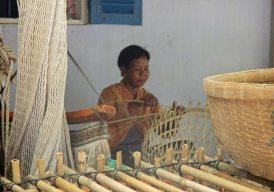 KhmerWomanWeavingBasket_0407