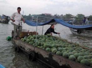 BoatWithMelons_FloatingMarket_651.jpg