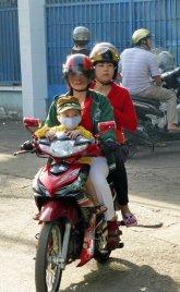 FamilyMotorbike_671