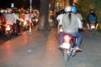 motorbike_sidewalk