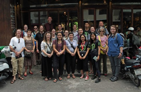 Um Students with Vietnamese Tutors